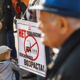 rosjanina wiec przeciw podnosić wieka emerytalnego zdjęcie stock