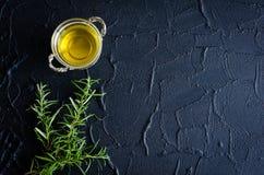 Rosmarin och olivolja Fotografering för Bildbyråer