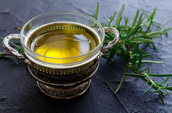 Rosmarini e olio d'oliva fotografia stock libera da diritti