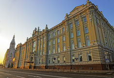 Rosneft主要俄国石油公司的总部在日出的 免版税库存照片