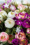 Rosnejlikor för konstgjorda blommor arkivbilder