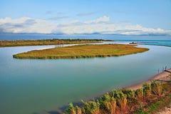Rosolina, Veneto, Italië: landschap van de riviermonding van Adige in t Royalty-vrije Stock Foto's