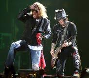 `-Rosor för vapen N utför i konsert royaltyfri fotografi