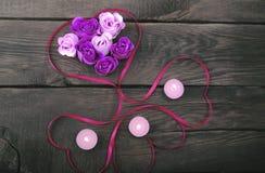 Rosor från naturliga tvål och stearinljus Royaltyfria Foton