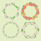Rosor och Apple-träd blommor i krans - runda blom- vektorramar royaltyfri illustrationer