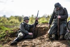 Rosowek,波兰, 2017年4月23日:在1945年Stettin的历史重建争斗,反对Wehrmacht的红军在Rosowek 库存图片