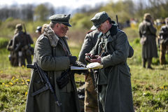 Rosowek,波兰, 2017年4月23日:在1945年Stettin的历史重建争斗,反对Wehrmacht的红军在Rosowek 免版税库存图片