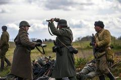 Rosowek Polen, april 23, 2017: Historisk rekonstruktionstrid för Stettin i 1945, röd armé mot Wehrmacht i Rosowek Royaltyfri Fotografi