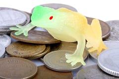 Rospo e monete Immagini Stock Libere da Diritti
