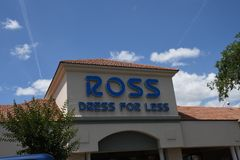 ROSS KL?NNING F?R MINDRE LAGER I GAINESVILLE arkivfoto