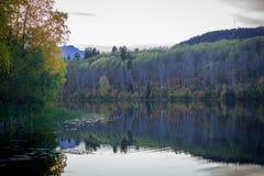 Ross Lake - couleurs d'automne le soir images libres de droits