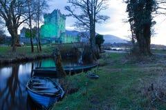 Ross slott på solnedgången. Killarney. Irland Arkivbild