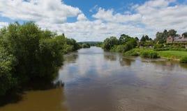 Ross-sur-montage en étoile Herefordshire Angleterre R-U de montage en étoile de rivière un petit bourg images stock