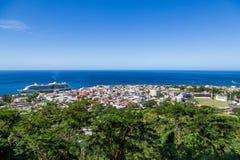 Rosseau Dominica con la nave da crociera Fotografia Stock