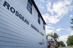 ROSSEAU, SOBRE, CANADÁ - 27 DE JULHO DE 2017: A loja geral situada na cidade de Rosseau, Ontário imagem de stock royalty free