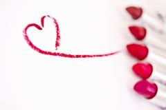 Rossetti & contrassegno rossi del cuore, fuoco su cuore Fotografie Stock