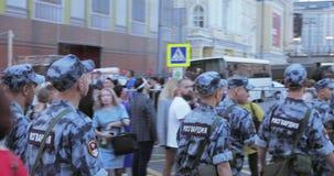 Rossgardia ubiór chodzi wzdłuż ulicy zbiory
