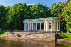 Rossi paviljong på den Mikhailovsky trädgården St Petersburg Arkivbilder