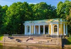Rossi paviljong på den Mikhailovsky trädgården St Petersburg Russi Arkivfoton
