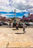 rossio正方形画象视图在里斯本葡萄牙20可以2019年 rossio正方形美丽的景色与跑的云彩的在天空 库存图片