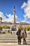 Rossio kwadrata młode kobiety Krzyżuje drogę zdjęcia royalty free