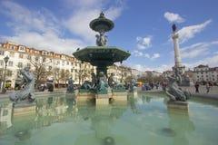 Rossio Lissabon der Brunnen auf dem Quadrat Lizenzfreie Stockfotografie