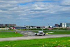 Rossiya航空公司空中客车A319-112航空器在普尔科沃国际机场在圣彼德堡,俄罗斯 图库摄影