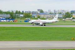 Rossiya航空公司空中客车A319-112航空器在普尔科沃国际机场在圣彼德堡,俄罗斯 免版税库存照片