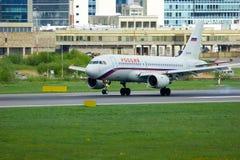 Rossiya航空公司空中客车A319-112航空器在普尔科沃国际机场在圣彼德堡,俄罗斯 库存照片