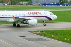 Rossiya航空公司空中客车A319-112航空器在普尔科沃国际机场在圣彼德堡,俄罗斯 免版税图库摄影