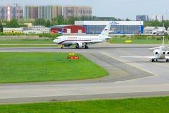 Rossiya航空公司空中客车A319-113航空器在普尔科沃国际机场在圣彼德堡,俄罗斯 库存图片