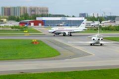 Rossiya航空公司空中客车A319-113航空器在普尔科沃国际机场在圣彼德堡,俄罗斯 免版税库存照片