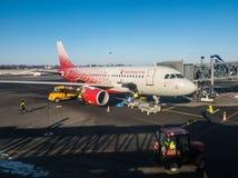 Rossiya航空公司苏航飞机在机场Khrabrovo 图库摄影