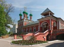 Rossiya V Vysokopetrovsky kloster i Moskva Royaltyfria Foton