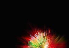 Rosso, blu, giallo, luci verde e raggi sui precedenti neri, fondo strutturato di illuminazione, fibre d'ardore digitali Immagini Stock Libere da Diritti