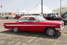 1961 rosso Chevy Impala Side View Immagini Stock