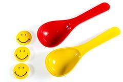 Rosso con il cucchiaio di plastica giallo Fotografia Stock Libera da Diritti