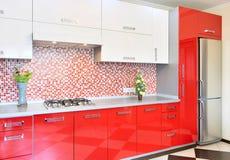 Rosso e bianco della cucina Fotografia Stock Libera da Diritti