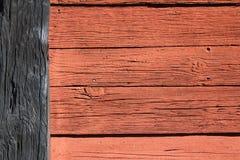 Rosso e parte posteriore di legno della parete Fotografia Stock Libera da Diritti