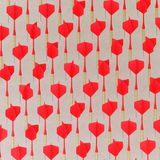 Rosso isometrico che gioca i dardi in una griglia stretta su una superficie di calcestruzzo semplice Fotografia Stock Libera da Diritti
