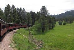 Rosso vicino del treno del motore a vapore fotografia stock libera da diritti