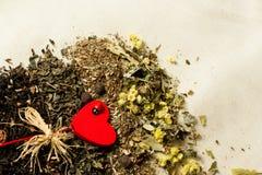 Rossypan herbata z czerwonymi sercami Zdjęcie Royalty Free