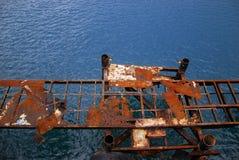 Rost-Brücke im Meer Stockbilder