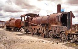 Rosta lokomotiv i drevkyrkogården, Uyuni, Bolivia royaltyfria bilder