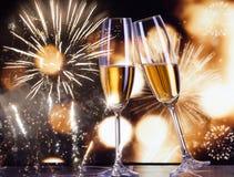 Rosta med champagneexponeringsglas arkivfoton