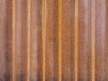 Rostad bakgrund för textur för zinkplattayttersida arkivbilder