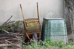 Rostad cangrejo och behållare för composteren och den organiska wasten Arkivfoto