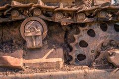 Rostad dold industriell maskin för smuts arkivfoto