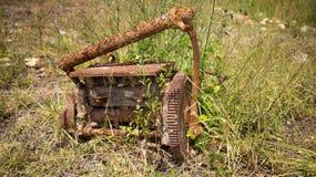 Rostad gammal motor Arkivfoton