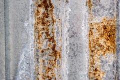 Rostad korrugerad metallbakgrund Arkivfoton